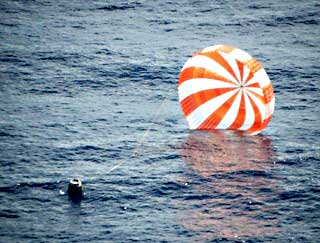 DRAGON SPACECRAFT RETURNS TO EARTH