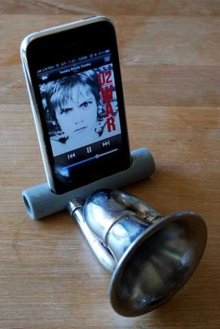 iPhone amp horn